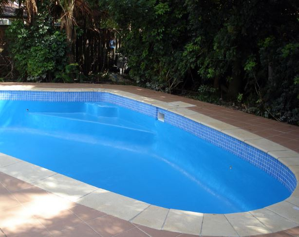 LUXAPOOL® Pool PaintDomestic pool painted with LUXAPOOL® Epoxy ...