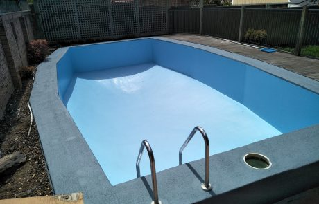 Luxapool pool paint australia platinum grey for Painting aluminum swimming pool coping