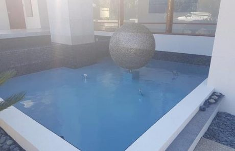 Pool painted with Luxapool platinum blue 3